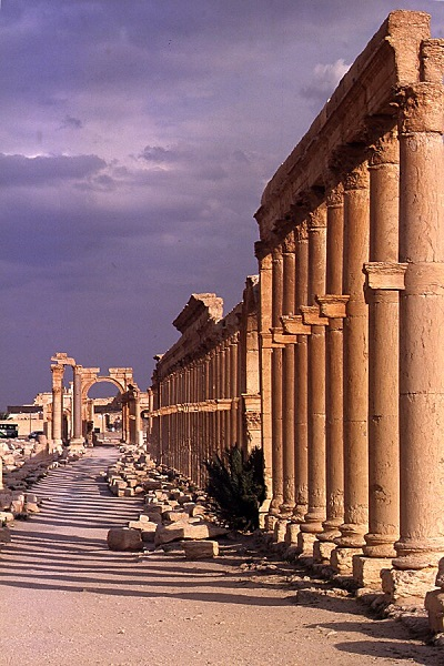 2004-04-syrie-2-01_palmyre-grande-colonnade b is