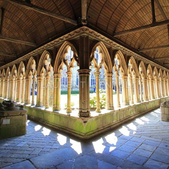 Cloître-de-la-cathédrale-Saint-Tugdual-de-Tréguier-772 (1)