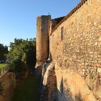 Murallas_exteriores_de_Peratallada-circle